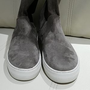 J/SLIDES GRAY OVER THE KNEE CASUAL SNEAKERS